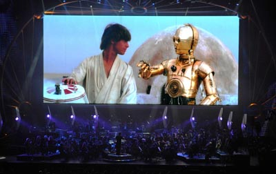 Star-Wars™-In-Concert-Luke-Skywalker-and-C-3PO-in-a-scene-from-Star-Wars™-IV-A-New-Hope-onscreen-during-Star-Wars™-In-Concert.